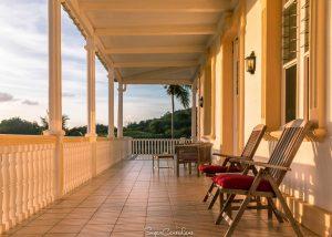Martinique : véranda du Domaine-Saint Aubin