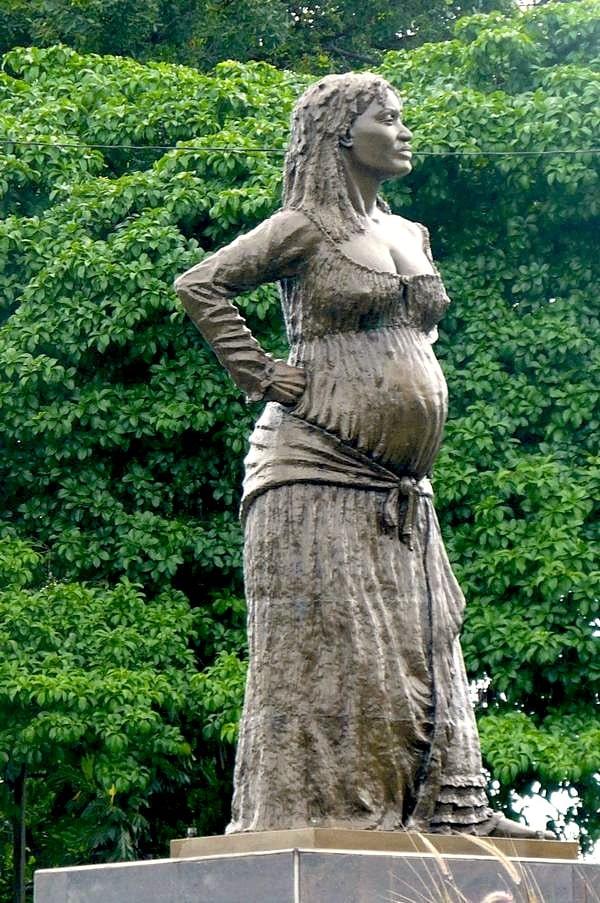 Statue de la Mulâtresse Solitude aux Abymes en Guadeloupe