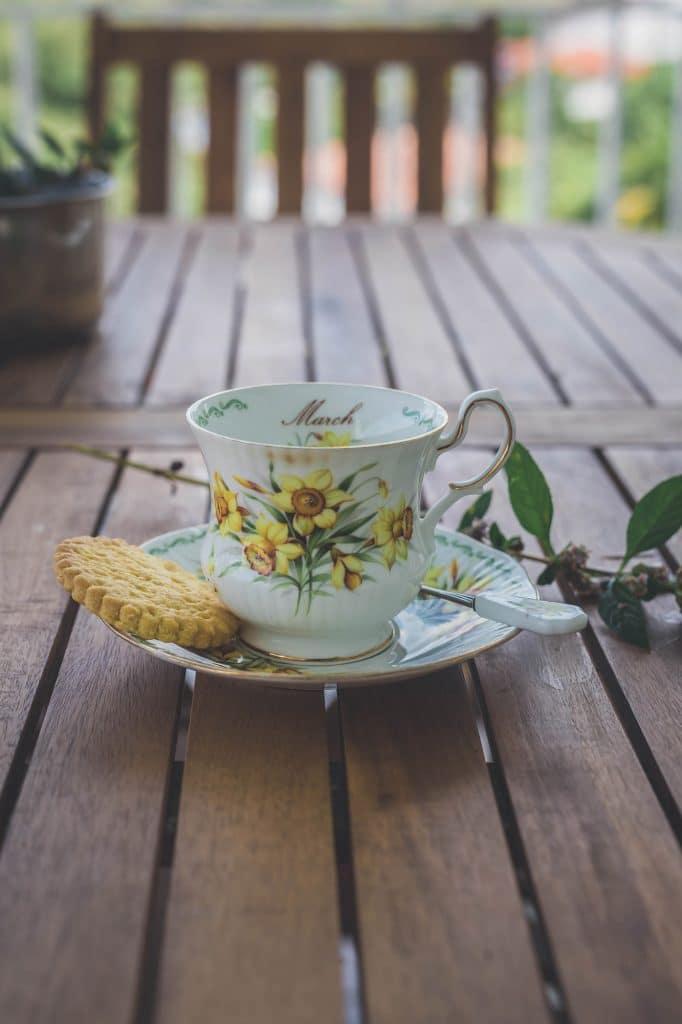 Tasse à tisane en porcelaine fleurie