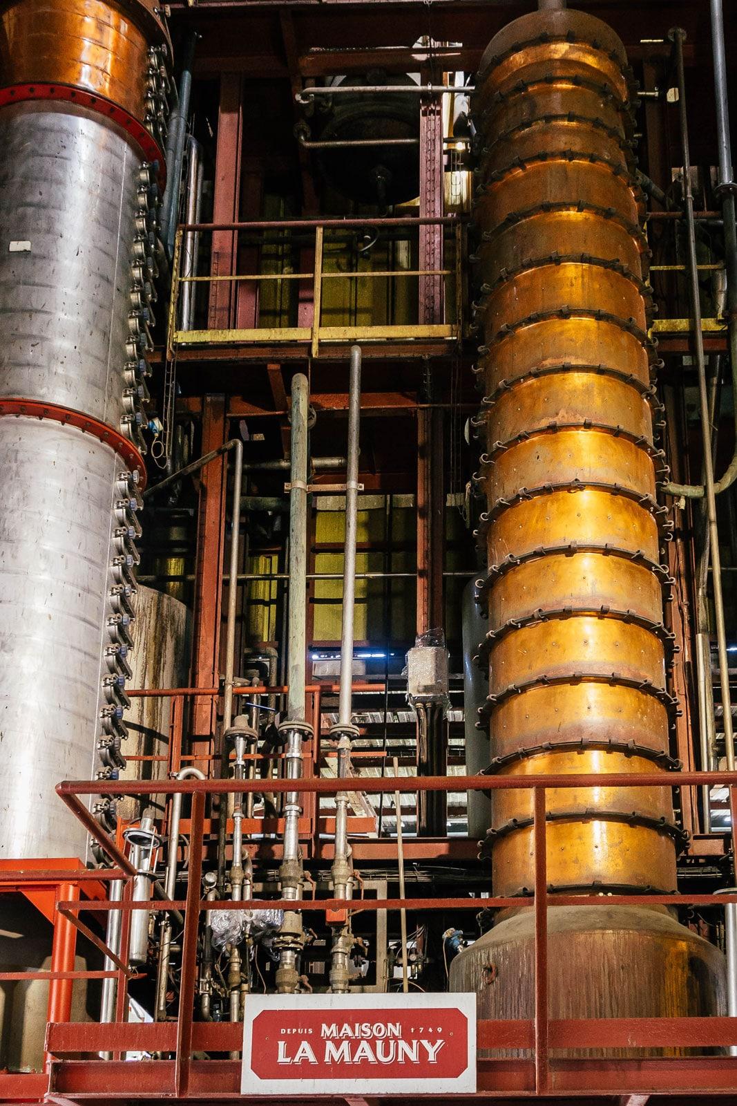 Distillerie La Mauny : colonnes de distillation